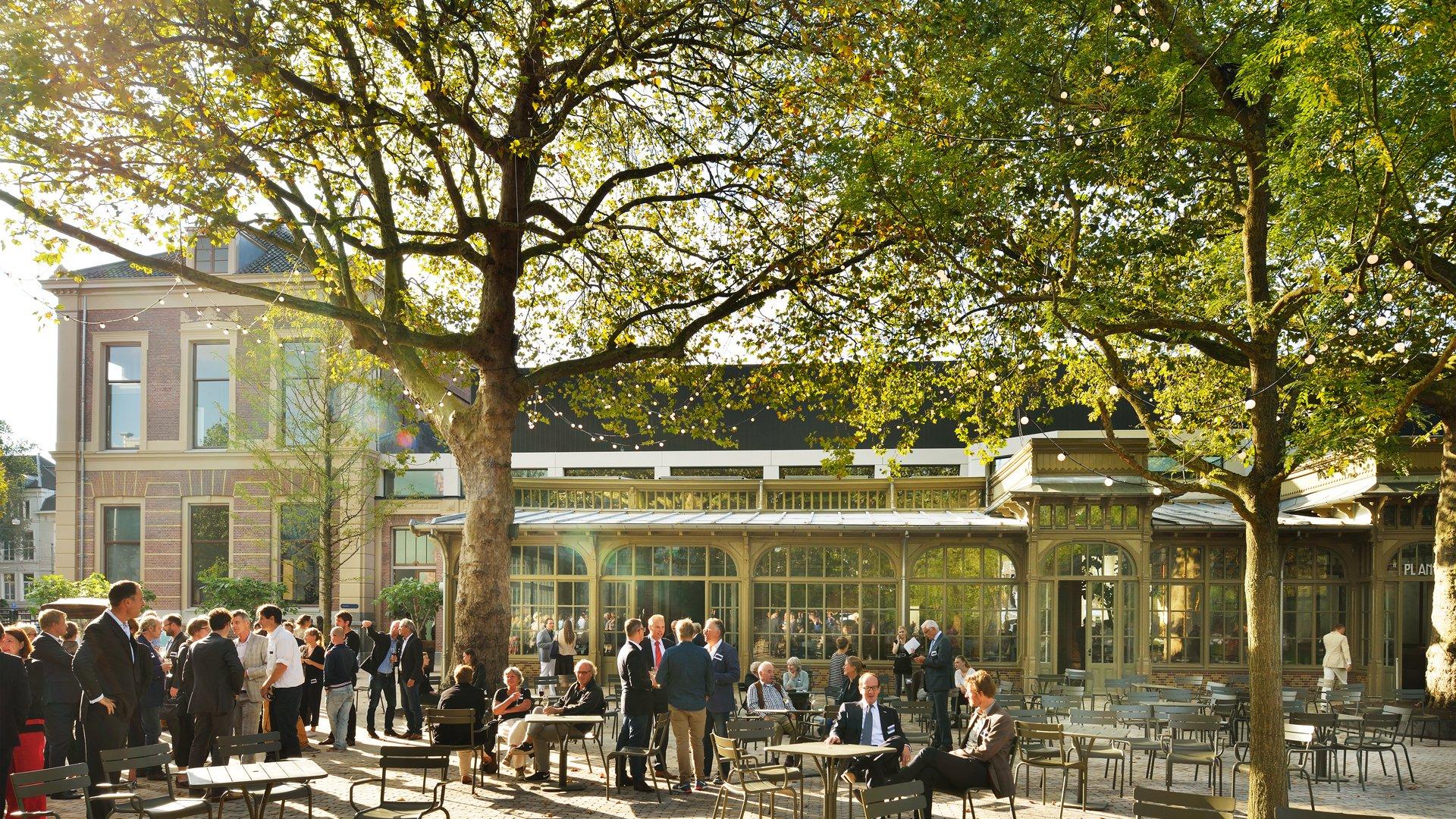Caf restaurant de plantage - Enorme terras ...